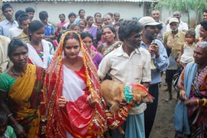 свадьба с собакой в Индии