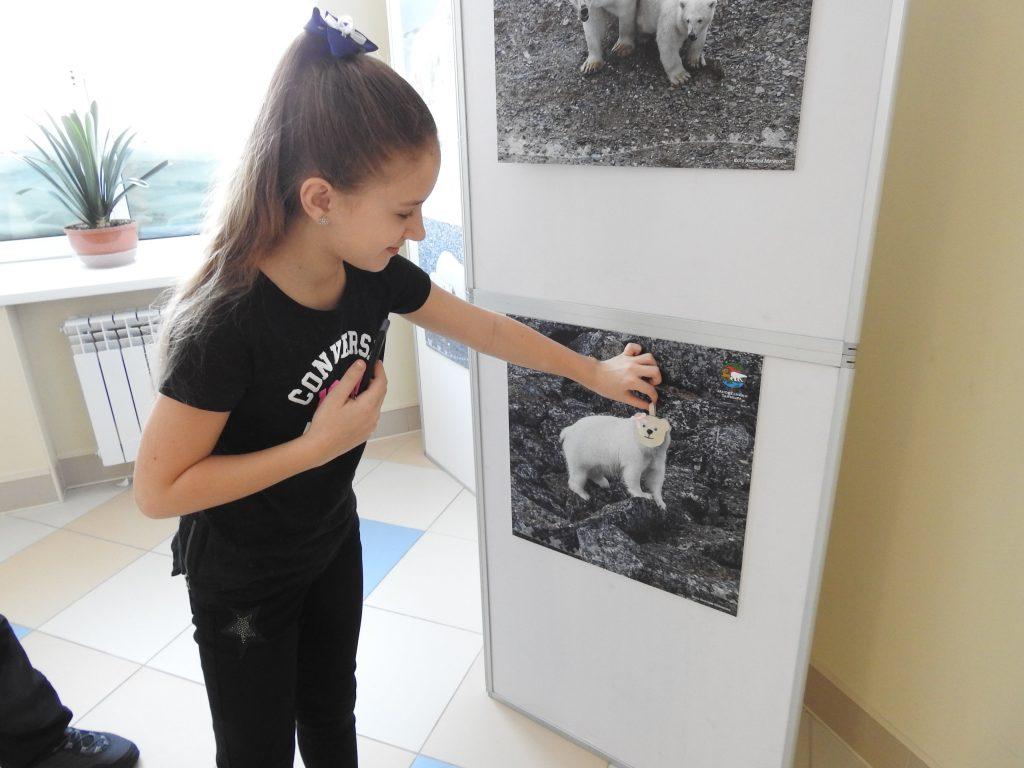 девочка и фото белого медведя